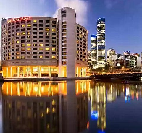 Hotel Review: Crowne Plaza Melbourne