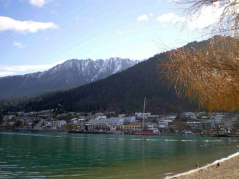 A Queenstown Holiday for Beginners by Rachel Monk