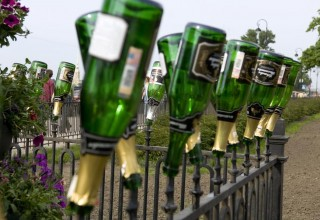 russia-champagne-bottles-on-fence-keenpress