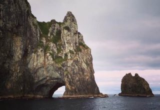 According to Māori legend, local warriors used to paddle through the Hole in the Rock in their canoes before departing for battle. Drops of water from the cave roof above were a good omen.